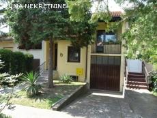 Prodajem kucu u Rumi, povrsine 146 m2.